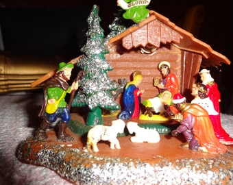 adorable NATIVITY,office or small home, plastic,unique, 5 inches long, EXCELLENT CONDITION