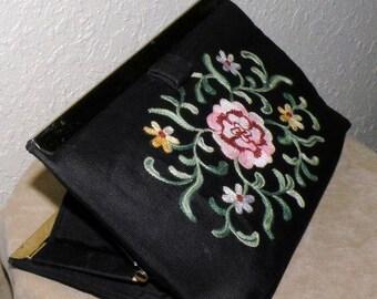 1940s Embroidered CRITIREAN Clutch Purse