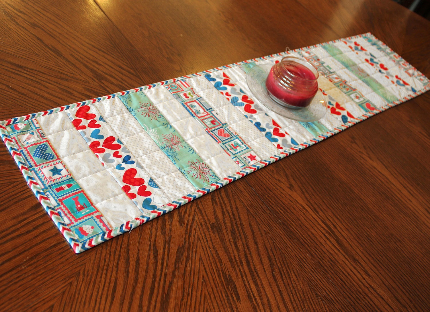 patriotic quilted table runner red white blue and aqua. Black Bedroom Furniture Sets. Home Design Ideas