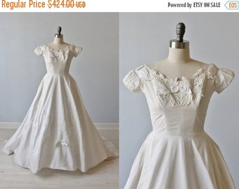 SALE 1950s Wedding Dress / 1950s Lace Wedding Gown / Modest / Short Sleeves / Full Skirt / Miss Betsy