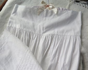 "Antique White Petticoat/Cotton Slip with Pintucks and Eyelet Embroidery Girls Waist Size 26"" Womens XXS"