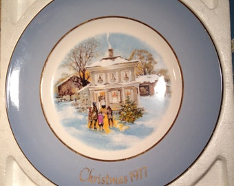 1977 Avon Carollers in the Snow Christmas Plate in the Original Box