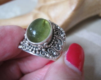 Vintage exotic wide sterling silver band ring, sterling band ring green amber stone, ornate granulated sterling silver green amber ring sz 8