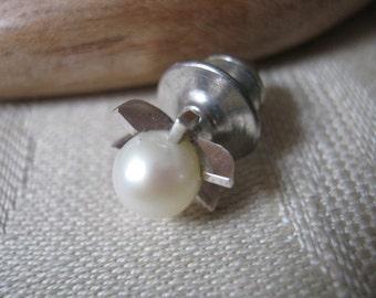 Vintage minimalist look pearl silvertone tie tack, men's faux pearl classic tie tac, groom's faux pearl silvertone setting tie clip