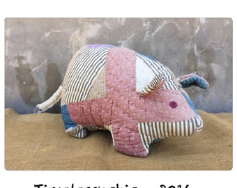Pig - Pigs - Throw Pillow - Patchwork Quilt - Nursery Decor - Bed Pillow - Girls Room Decor - Farmhouse Decor - CHIC