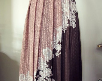 Vintage 1970s floral pleated skirt with floral design