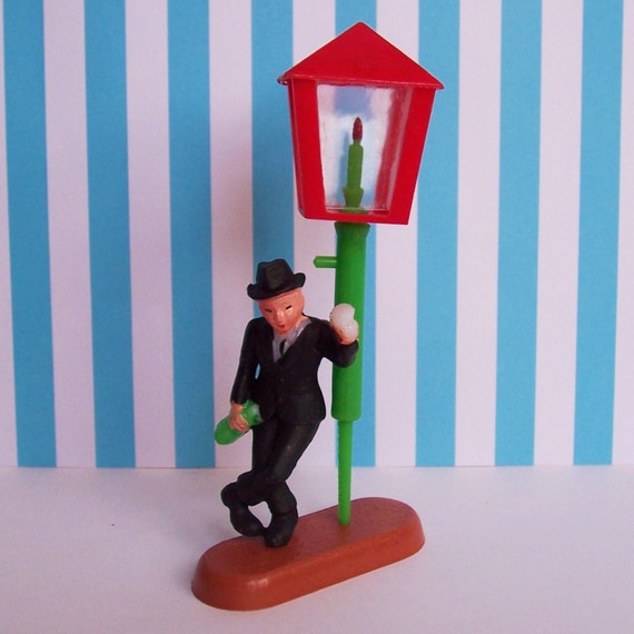 Drunk Man And Street Lamp Vintage Cake Topper 3 Pieces