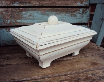 Vintage Shabby Chic Wood Box Jewelry Box Trinket Display Rustic Farmhouse French Country Distressed Chippy Antique Off White