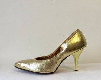 Vintage 50s 1950s Shiny Textured Gold Patent Leather High Heels Size 8 1/2 Shoes Pumps Shoes