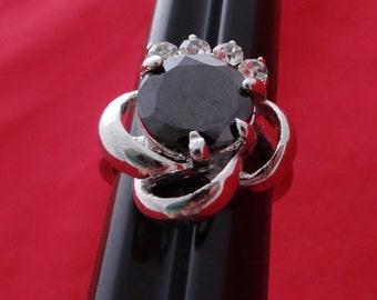 High end and heavy NOS New old stock silver tone art deco style size 8 ring with shiny black and clear rhinestones in unworn condition
