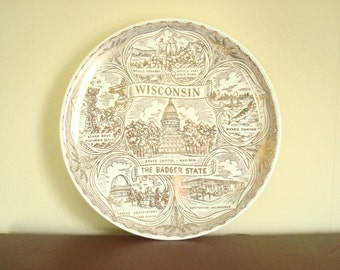 Souvenir Wisconsin decorative plate, The Badger State, Milwaukee, Wis Dells, 24 kt gold, Madison, Devils Lake, mid-century china, wall plate
