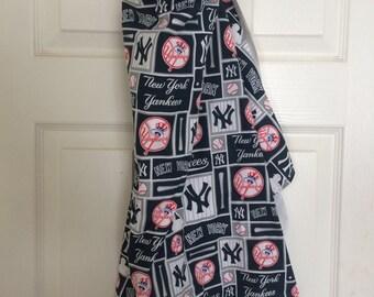 New York Yankees Baby - Nursing Cover - Breastfeeding Nursing Cover,Hooter Hider