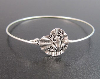 Frog on a Lily Pad Bracelet, Frog Bangle Bracelet, Frog Bracelet, Frog Jewelry, Amphibian Jewelry, Amphibian Bracelet, Lily Pad Jewelry