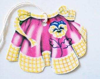 Pansy Apron Tags - Gift Tags - Set of 3 - Retro Apron Tags - Purple And Yellow - Vintage Apron Tags - Apron Shape Tags  - 1950's Apron