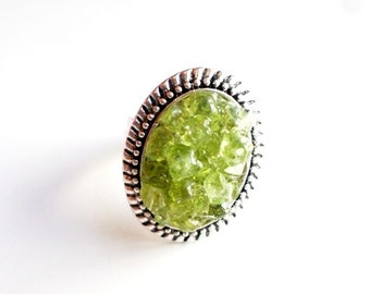 Silver and crushed peridot gemstone ring//peridot ring//adjustable ring//statement ring//stone ring//peridot//green//august birthstone//ring