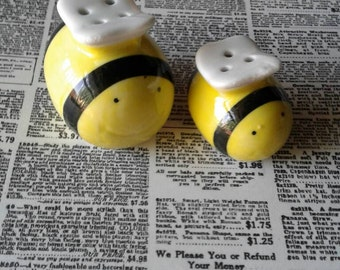 Vintage Bee Salt and Pepper Shakers,Bug Shakers,Bumblebee,Honey Bee Shakers,Salt and Pepper Shakers