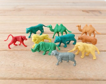 10 assorted colorful Africa wild life plastic charm stand ups  lion Giraffe horse elephant bear camel panther rhino / 001