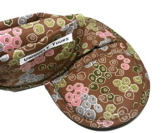 Potholder Oven Mitts | Brown Posy Pot Holder Pair | Favorite Oval Hot Pad Serving Set |  Brown Kitchen Mitts w/Multi-Color Posies Design