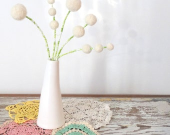 White felt flowers - White wool Winter Bouquet -  Wool pom pom floral decoration - Faux flowers - Small centerpiece - White Modern Wedding