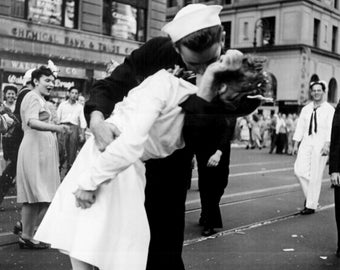 Kissing the War goodbye sailor girl love 1940's
