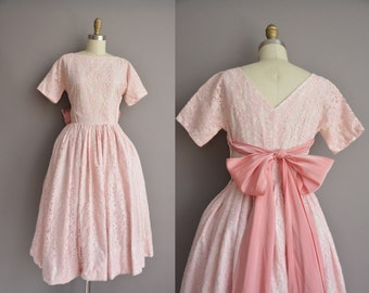 50s pink bombshell heavy lace large bow vintage party dress. vintage 1950s dress