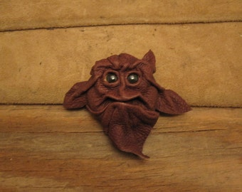 Grichel leather magnet - chocolate brown with golden brown fish eyes