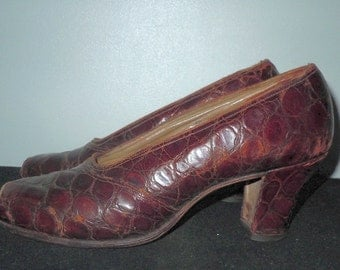 Vintage 1930s leather peep toe shoes lady pearl