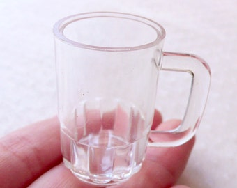 Dollhouse Glass Tankard Charms / Miniature Beer Pint Mugs / Mini Beer Glass Blanks / Doll House Clear Plastic Cup (4pcs / 24mm x 37mm) MC56