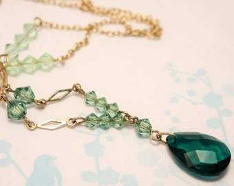 Vintage green glass bead necklace. Y necklace. Art Deco style