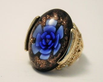 Vintage flower ring. Dress ring. Large flower ring.  UK size S.  US size 9