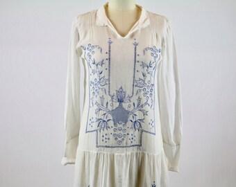 Vintage 1920s Dress / 20s Dress / Embroidered Dress Blue White Batiste Floral Dress Handkerchief Hem Flapper Dress Peasant Folk Gatsby