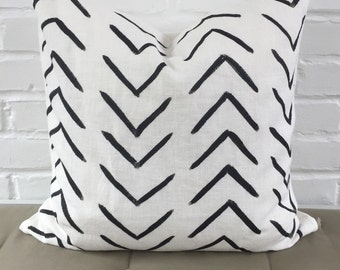 "Pillow Cover - Black Arrows / 20""x20"" / Black  / White / Minimal Design / Chevron"