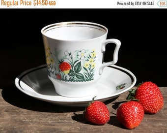 50% OFF Vintage porcelain cup, Strawberries, absolutely gorgeous cup, made in USSR, 80s