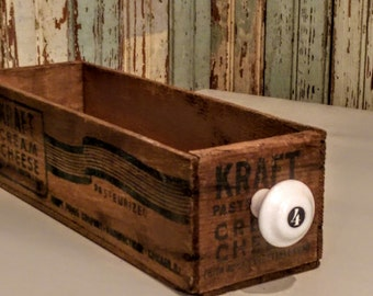 Vintage Cheese Box/ Cheese Box with Knob/Small Box//Vintage Catchall