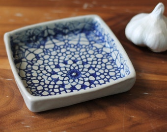 Garlic and Oil Plate - Lace - Cobalt Blue and White