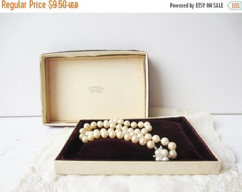 ON SALE Vintage Necklace or Bracelet Jewelry Presentation Box