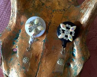 Blk - White Star Flower Name Badge/Lanyard
