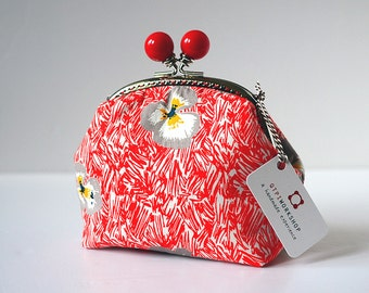 Cosmetic Frame Purse - Floweries Red - Portable and multiple purposes - Japanese fabric