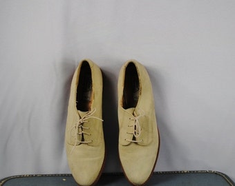 ON SALE 50% Vintage Suede Leather Oxfords with Foam Sole. Size 10M (42 Euro)