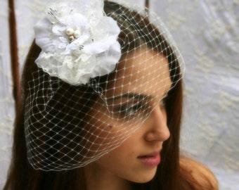Birdcage veil with flower hair clip wedding fascinator with veil headpiece wedding hair flower bride white hair flower bandeau birdcage veil