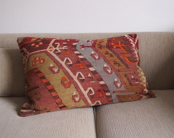 Pillow Cover Vintage Turkish Kilim, 16x24, Handwoven cushion, Boho Pillow, Southwestern Style, Geometric Pattern, Bohemian Decorative