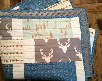 READY To SHiP! Modern Baby Boy Quilt. Deer Bedding. Hello Bear Buck Forest Fabric. Woodland Nursery Quilt. Arrows-feathers-antlers