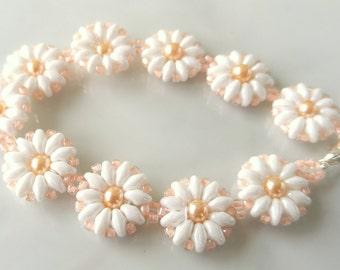 Daisy Bracelet - Flower Bracelet - Pearl Flower Bracelet - Flower Girl Bracelet - Bridesmaid Flower Bracelet - Daisy Jewelry - Daisy Flower