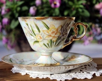 Iridescent Pedestal Tea Cup Teacup and Saucer, Norleans March Daffodil, Japan 12968