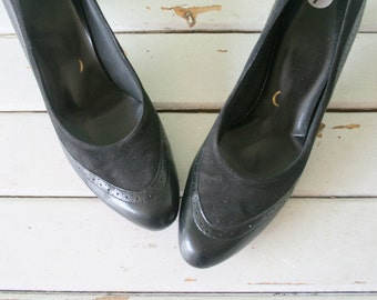 1960s BLACK SUEDE Heels....size 5 6 women...leather. shoes. pumps. fancy. party. mod. classic. party. designer. black leather heels. holiday
