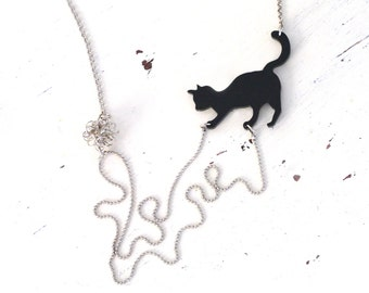 Black cat necklace, statement necklace, Christmas gift for animal lovers, gift for teen, cat with yarn, cat with wool in silver nickel chain