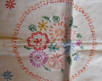"""Vintage Linen Runner - Dresser Scarf, Embroidered Flowers in a Circle, 15"""" x 38"""", 1950s Shabby Chic, Boho"""