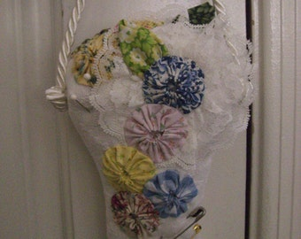 Cottage Chic Quilted Pin Cushion Basket with Yo-Yo Flowers Shabby Hanging Pinkeep