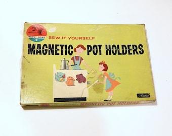 Vintage Pot Holder - Pot Holder Kit - Magnetic Pot Holders - Never Used Toy - Betsy Ross Toy
