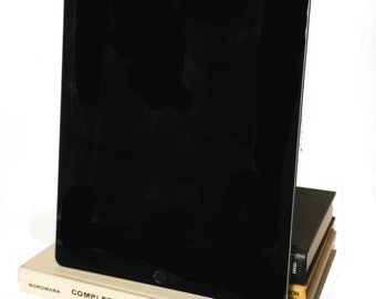 Painter in Nature - Sand, Mustard, Black - Vintage booksi for iPad